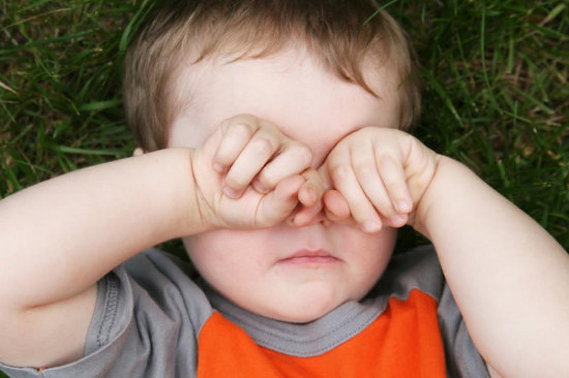con Amaurosis congénita de leber los niños de estrujan los ojos para ver mejor