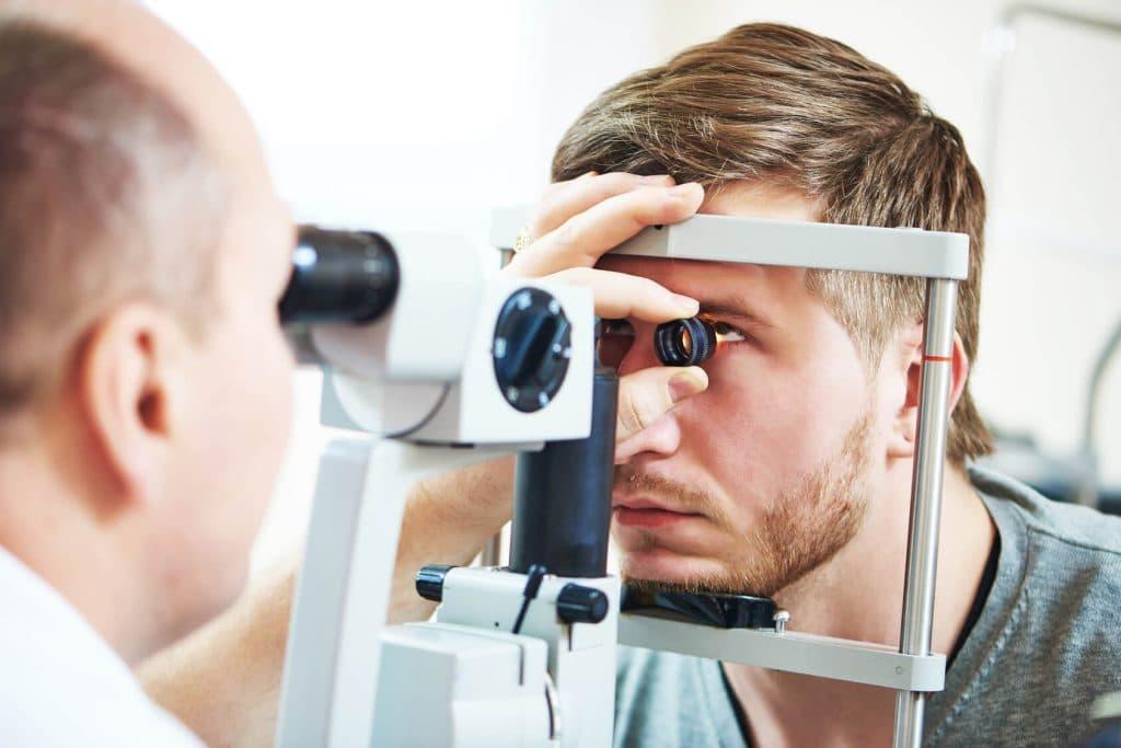 Oftalmologo debe explicar todo sobre Síndrome de ojo seco al paciente