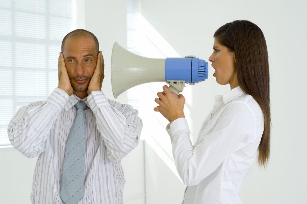 oír zumbidos o tambores son sensaciones que requieren de un tratamiento para la otitis